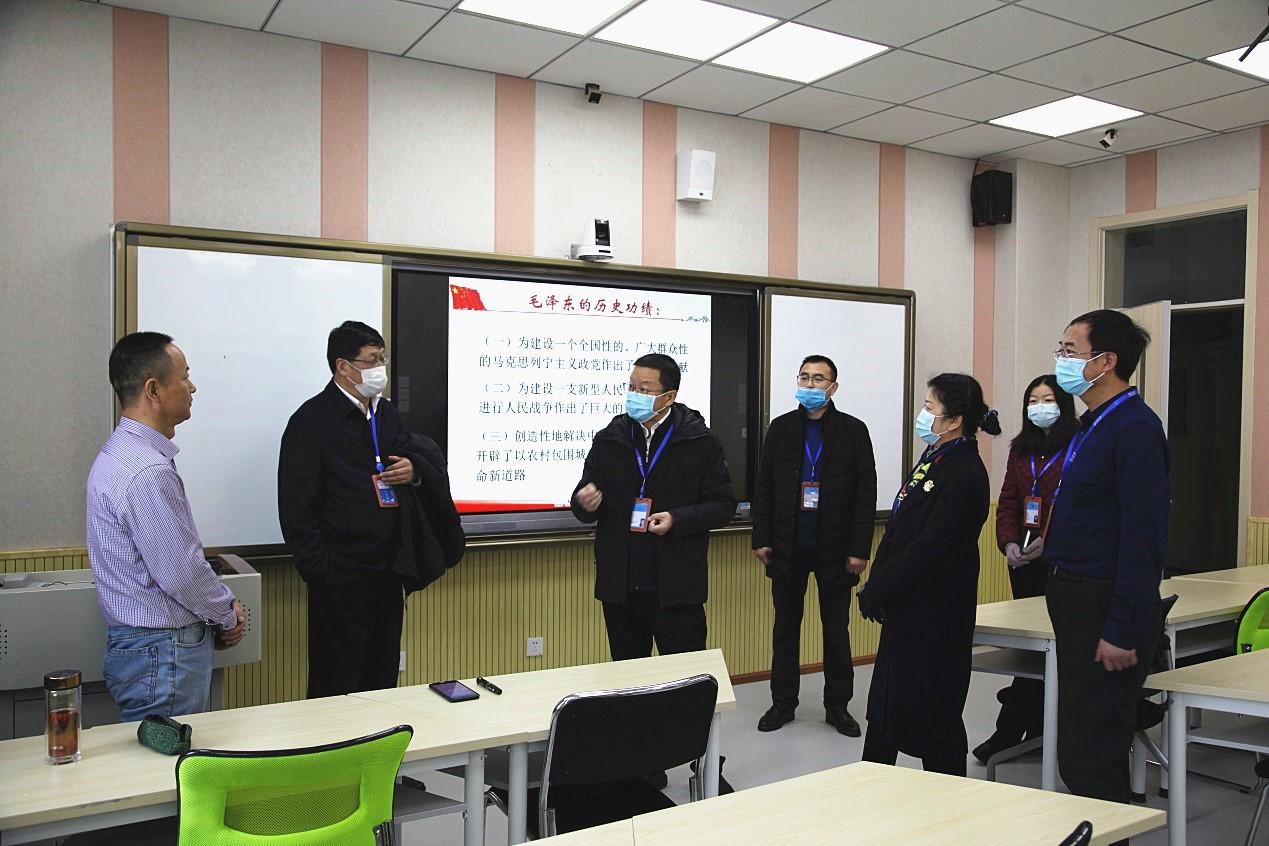 校领导与授课教师交流_副本.jpg
