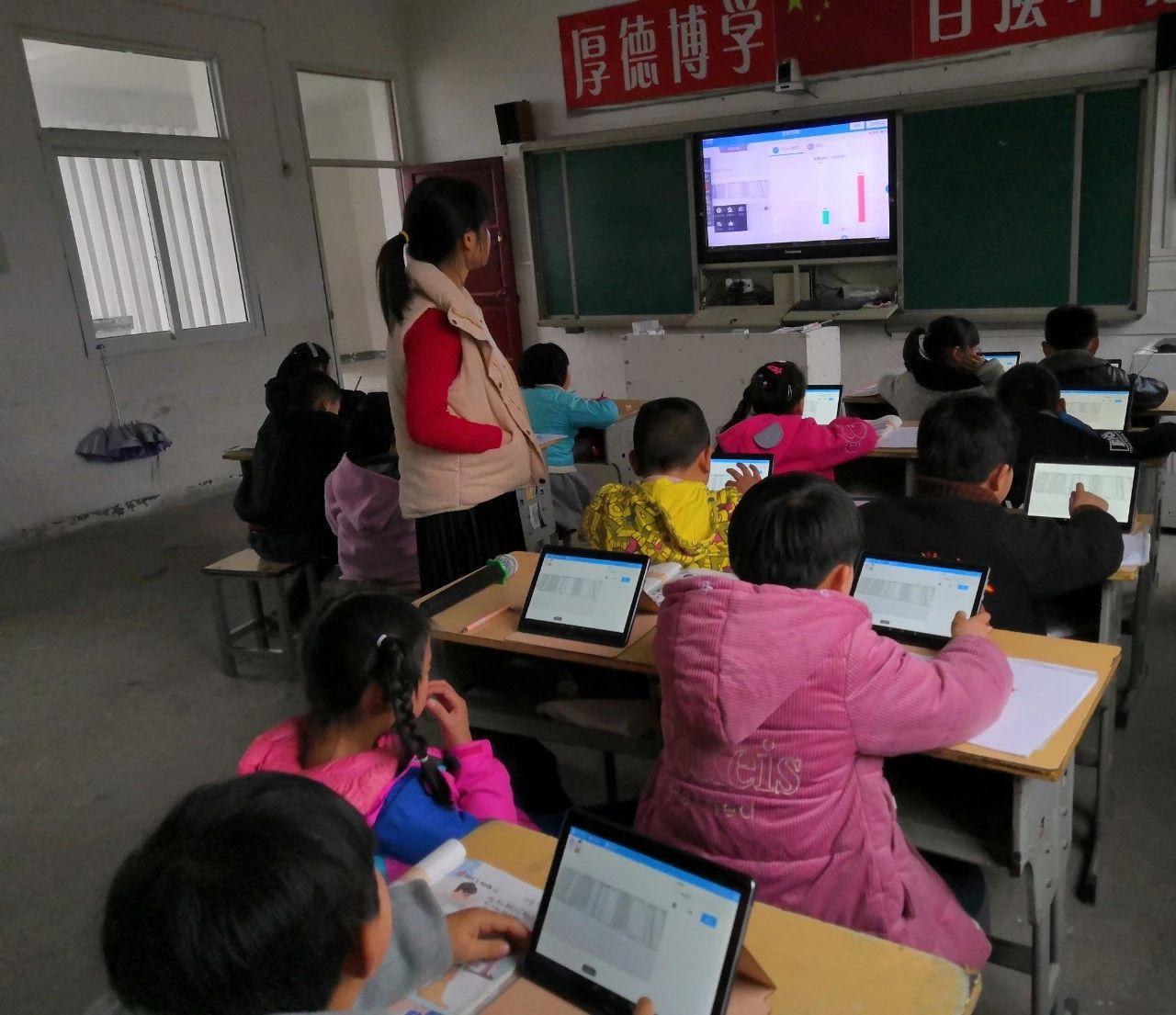 """安徽:""""在线课堂""""拉近城乡距离 教育信息化促教育公平"""